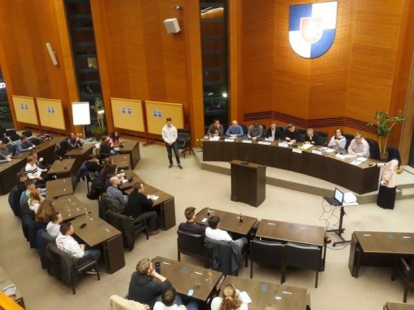 Podiumsdiskussion des Kinder- und Jugendbeirats im Norderstedter Plenarsaal