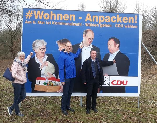 Mit Sabine Fahl und Thorsten Borchers vor unserem gemeinsamen Plakat